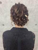 ルーズな編み込みヘア
