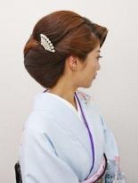 下重心のシニョンの格調高いヘア【和髪¥4000(税抜)】
